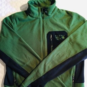 MOUNTAIN HARDWARE FULL ZIP. AWESOME CONDITION.